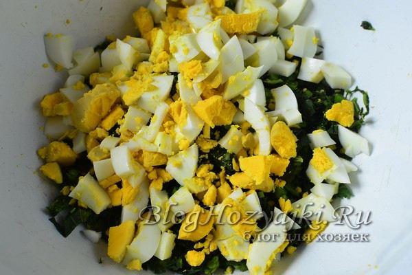 Весенний салат из крапивы с яйцом и огурцом