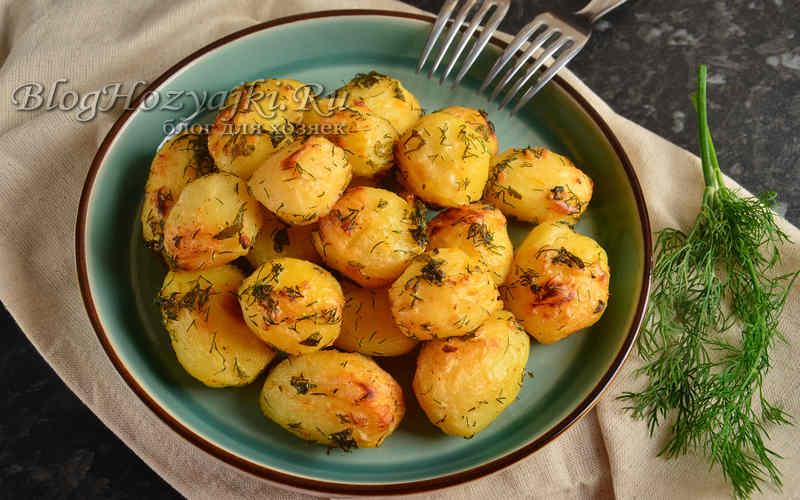 Картофель с чесноком и зеленью