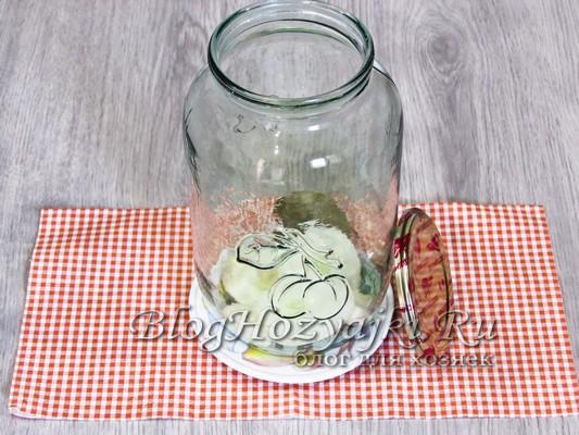 Маринованные огурцы с луком - самые вкусные рецепты на зиму