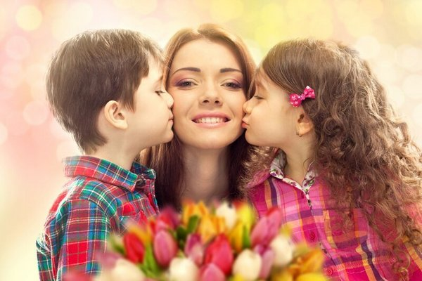Когда и какого числа отмечают День матери в 2021 году в России