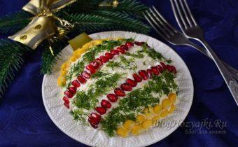 Салат с курицей и яблоком в виде елочной игрушки