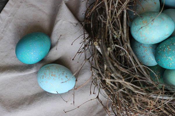 Как покрасить яйца капустой на Пасху