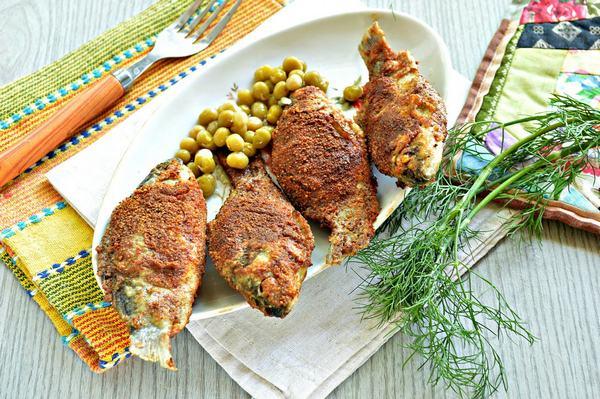 Жареный карась на сковороде - 6 простых и вкусных рецептов