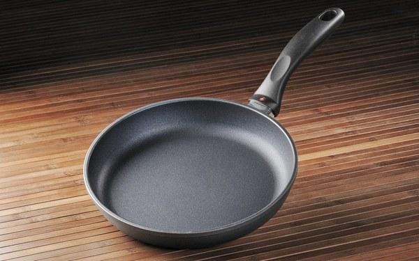 Как и чем почистить сковороду с антипригарным покрытием - все способы чистки