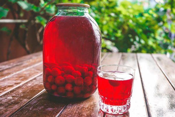 7 рецептов очень вкусного компота из вишни на зиму